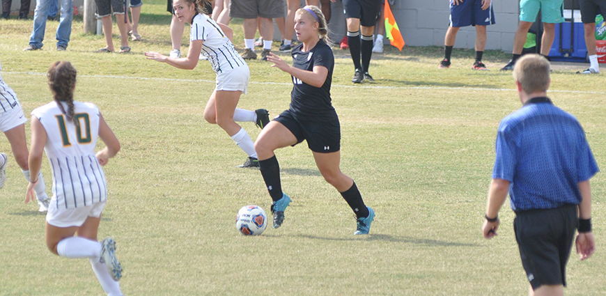 Brittanie Gragg Nets Hat Trick In 5-0 Win
