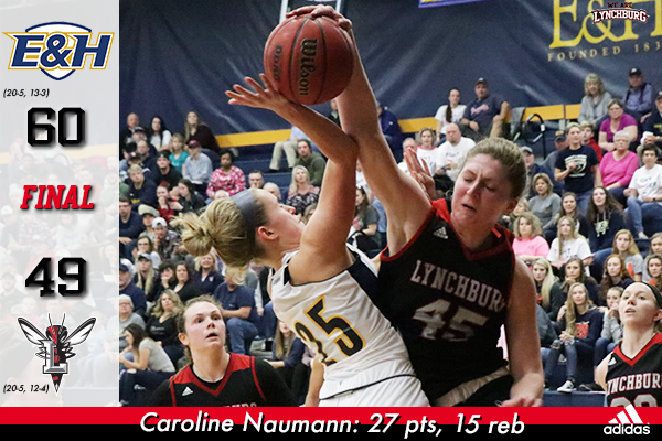 Caroline Naumann blocks a shot.