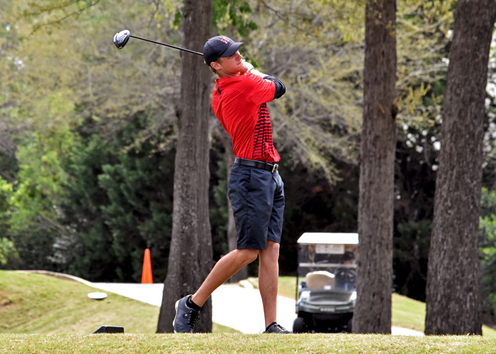 Drew Mathers shot a 2-under-par 70 in the opening round of the NCAA Division III Men's Golf Championship on Tuesday. Mathers is one stroke out of first and tied for second entering the second round.