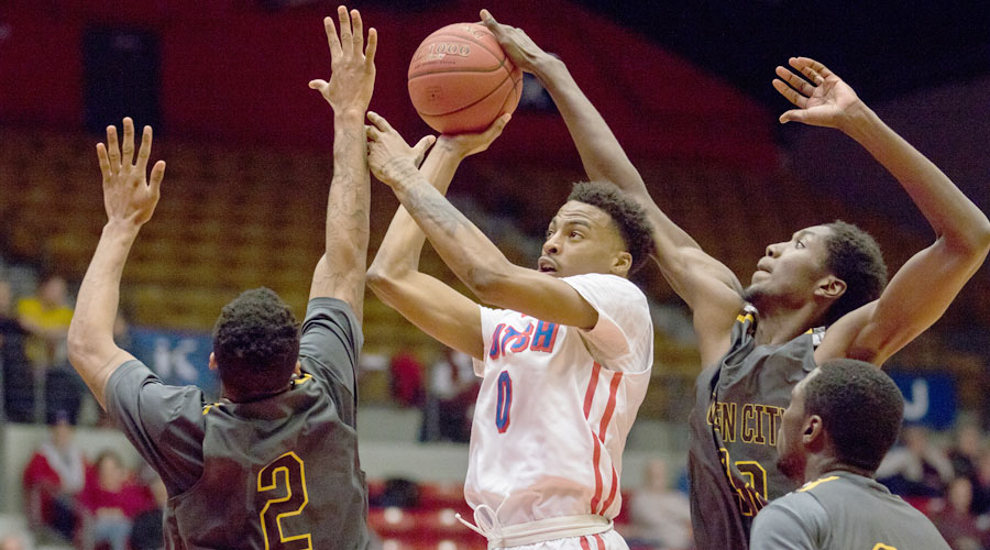 Curtis Hollis had career highs of 19 points and eight rebounds in No. 16 Hutchinson's 92-82 victory over Garden City on Wednesday at the Sports Arena. (Allie Schweizer/Blue Dragon Sports Information)