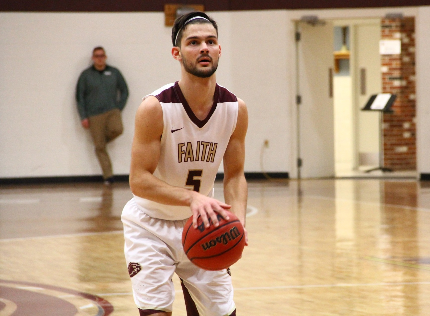 Men's Basketball Holds Off Alumni, 100-90
