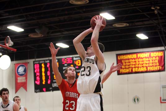 Men's Basketball wins 2OT thriller at Hopkins, 65-64