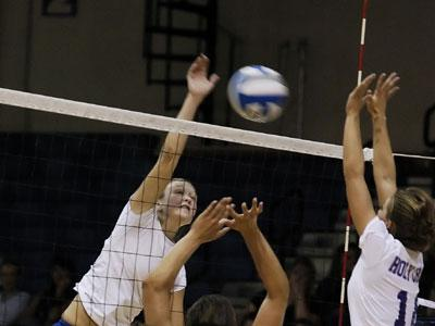 Volleyball Snaps Losing Streak With Win Over Hartford