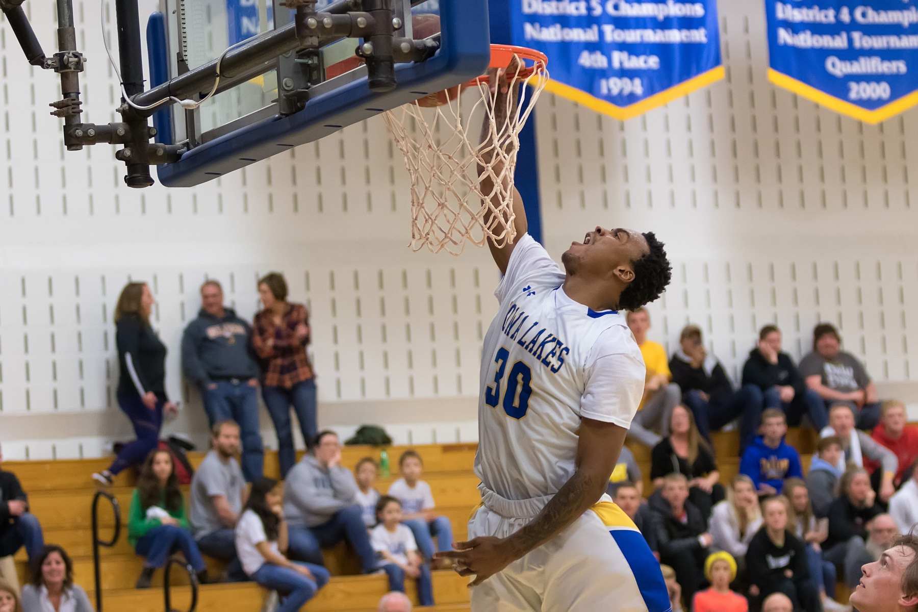 Iowa Lakes Basketball Hosts Dordt College Defenders