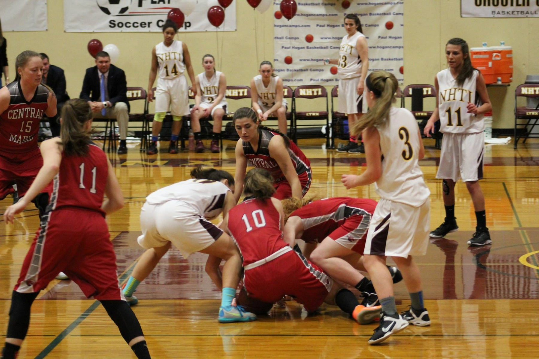 Lady Mustangs hold on, wrap up undefeated conference record