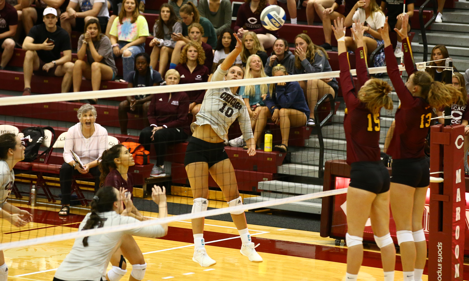 Maroon Volleyball Rolls Past NYU and CWRU at UAA Round Robin #1