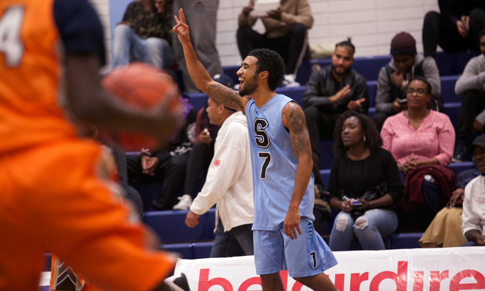 Men's basketball get off to hot start in wire-to-wire win over Mohawk