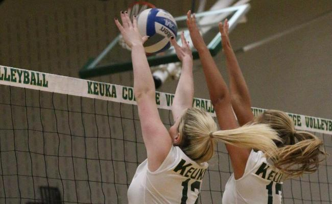 Wolves Defeat Wildcats in Women's Volleyball