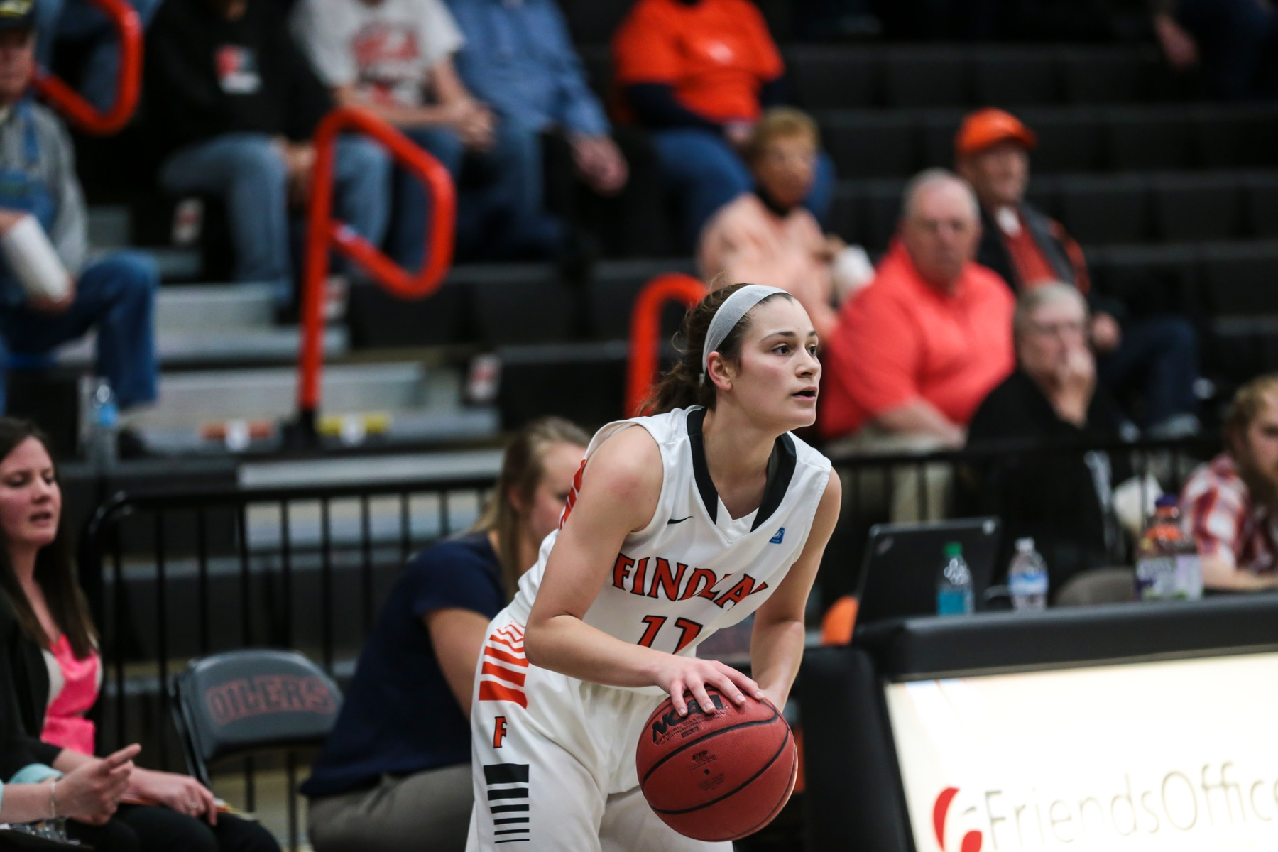 Englebrecht Leads Oilers to 73-51 Win at KWC