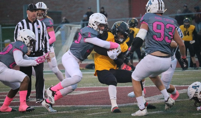 Football Nearly Takes Down Undefeated Kalamazoo