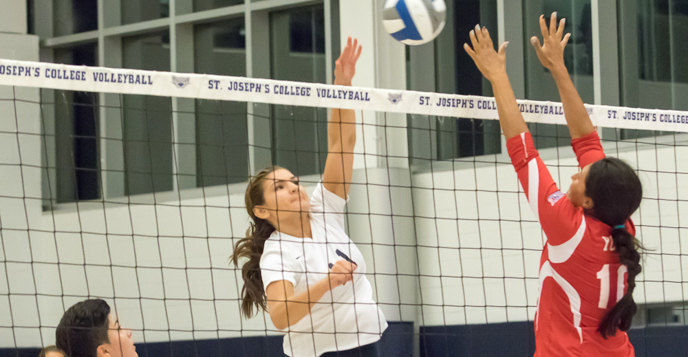 Women's Volleyball Sweeps Purchase to Split Skyline Tri-Match