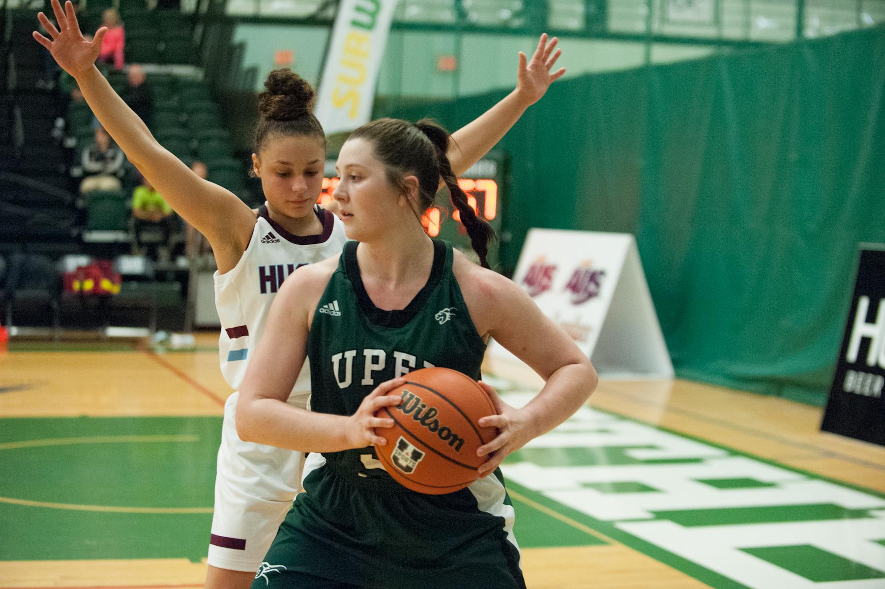 Reese Baxendale's fourth-quarter outburst deflates Huskies in 60-57 win