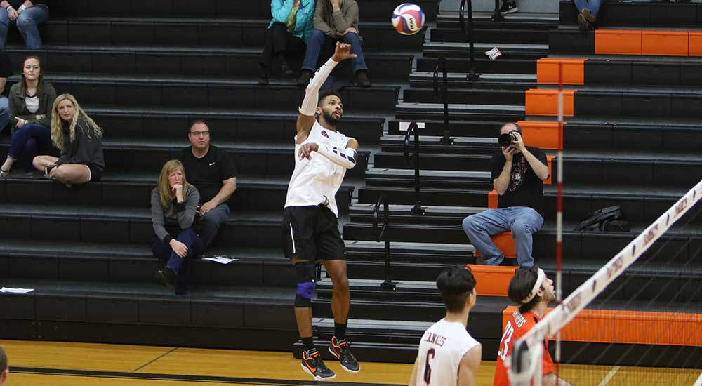 Men's volleyball tops Olivet in MCVL action
