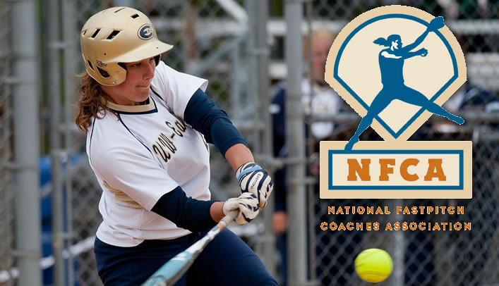 Amanda Fischer Named Louisville Slugger Division III Softball Player of the Week