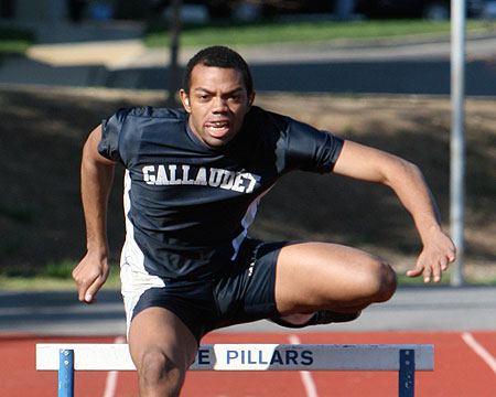 Flowers wins triple jump at SU Spring Classic, GU finishes sixth overall