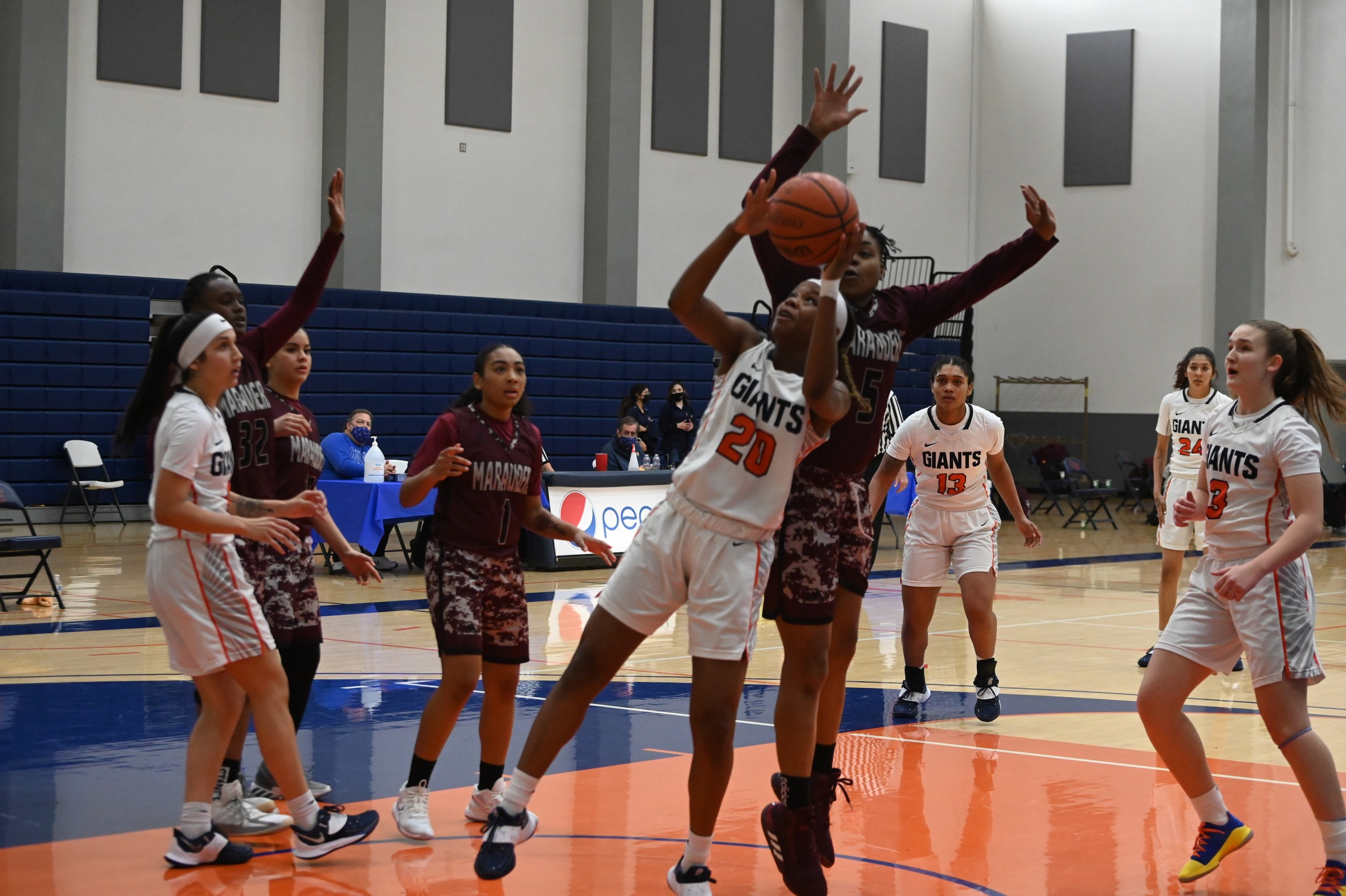 Giants women's basketball caps unbeaten season