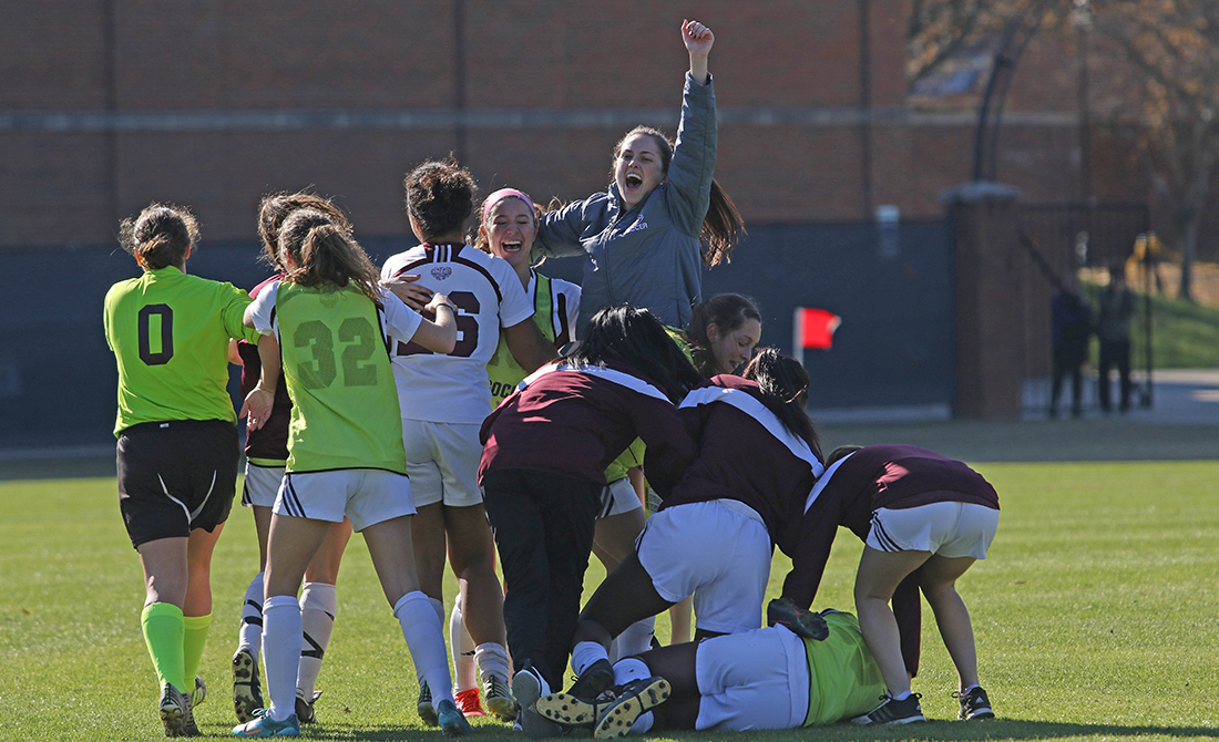 Early Goal Sends UChicago Women's Soccer Past TCNJ 1-0 in NCAA Semifinal