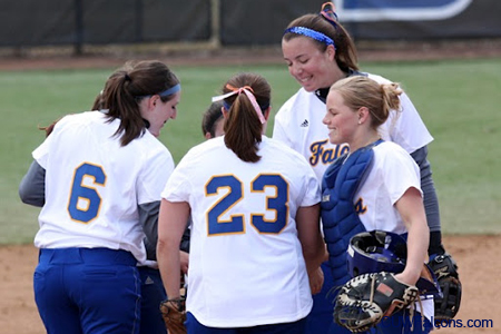 Softball loses to Cornell, but defeats UW-La Crosse