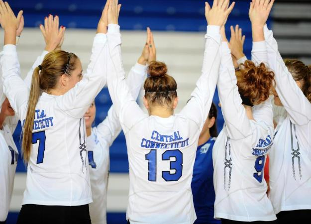 Volleyball Falls to Dartmouth