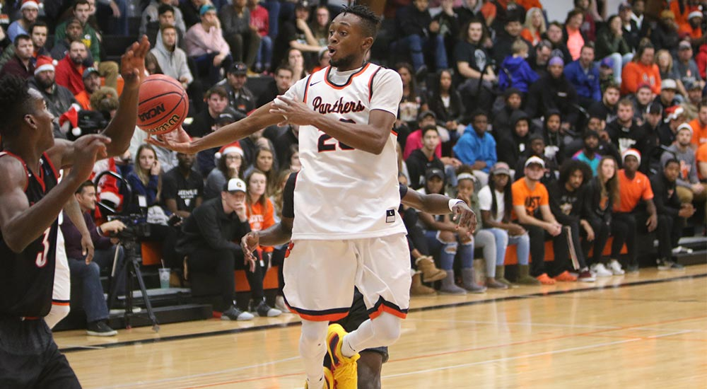 Men's basketball posts strong second half in 111-99 win at Fontbonne
