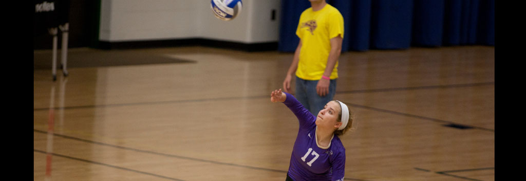 Women's volleyball splits pair at Union Tournament, Moore named all-tournament