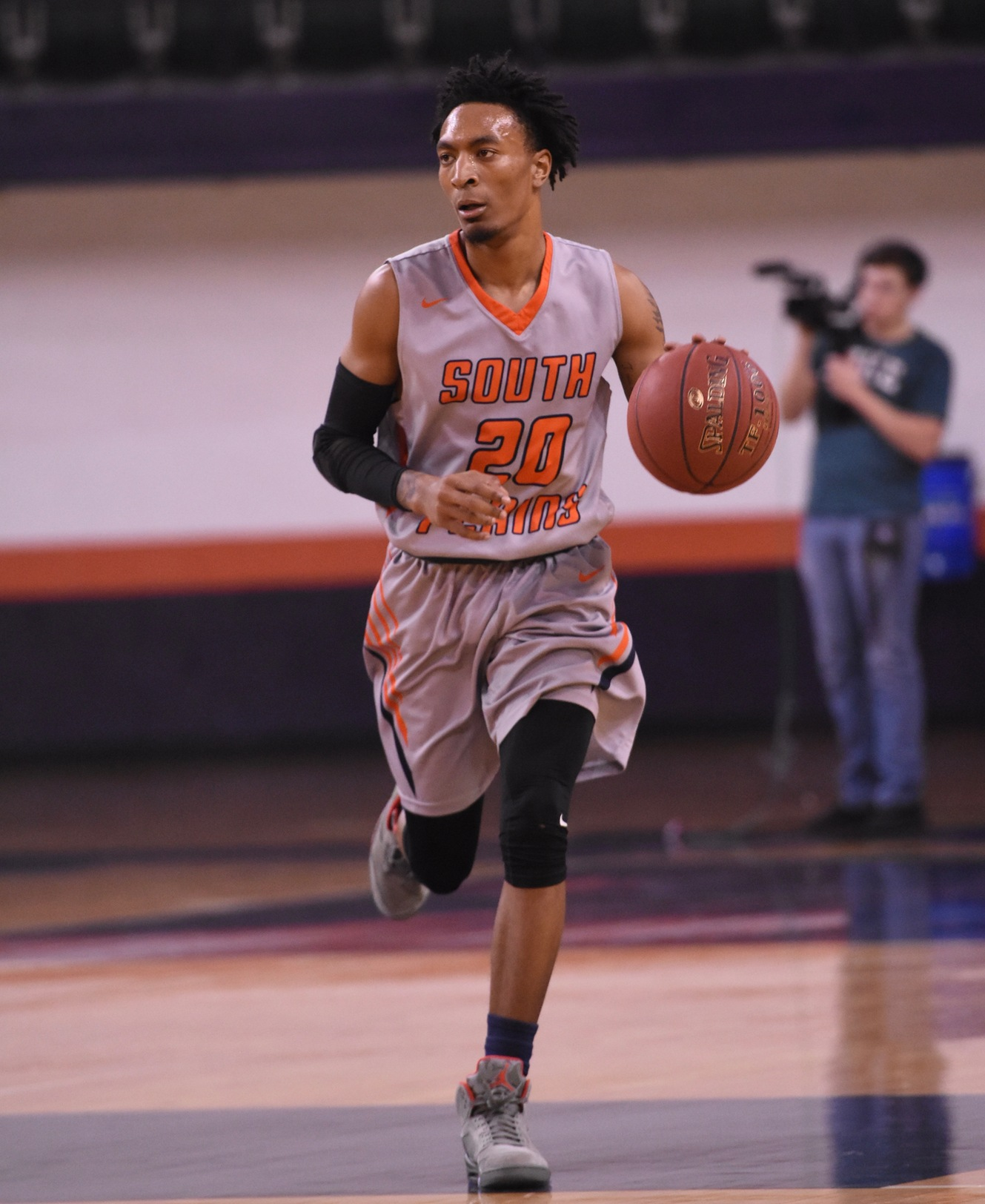 Texans fall to No. 8 Odessa 95-80 Monday night in Odessa