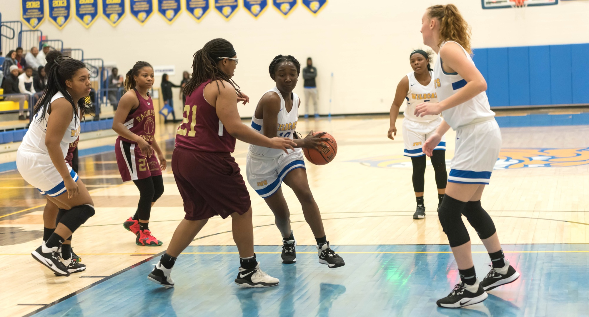 Women's Basketball Takes Down Builders On Road