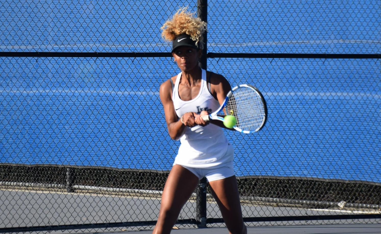 Women's tennis team has no problem with Cypress at home