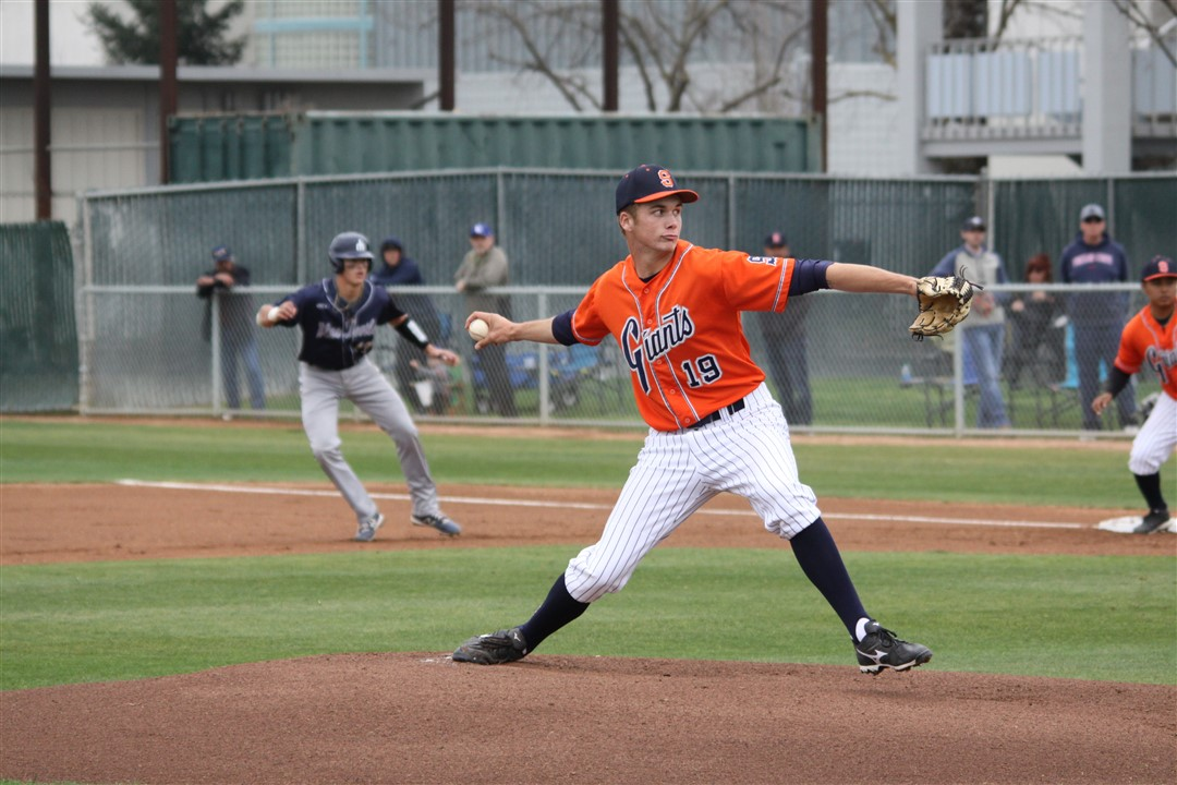 Giants take the rubber match with Merced 9-1