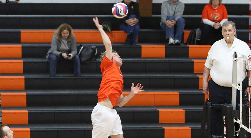 Men's volleyball defeated at Fontbonne