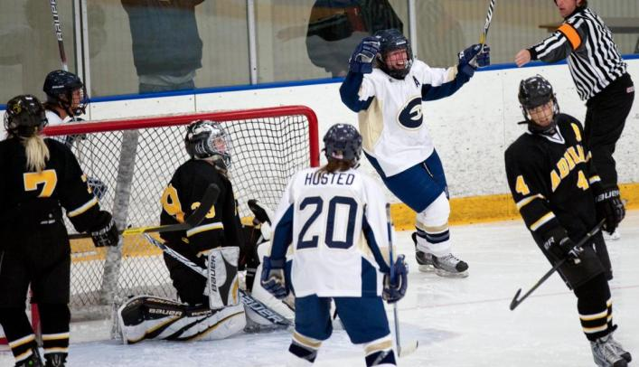 Women's Hockey Gets Conference Win At Home