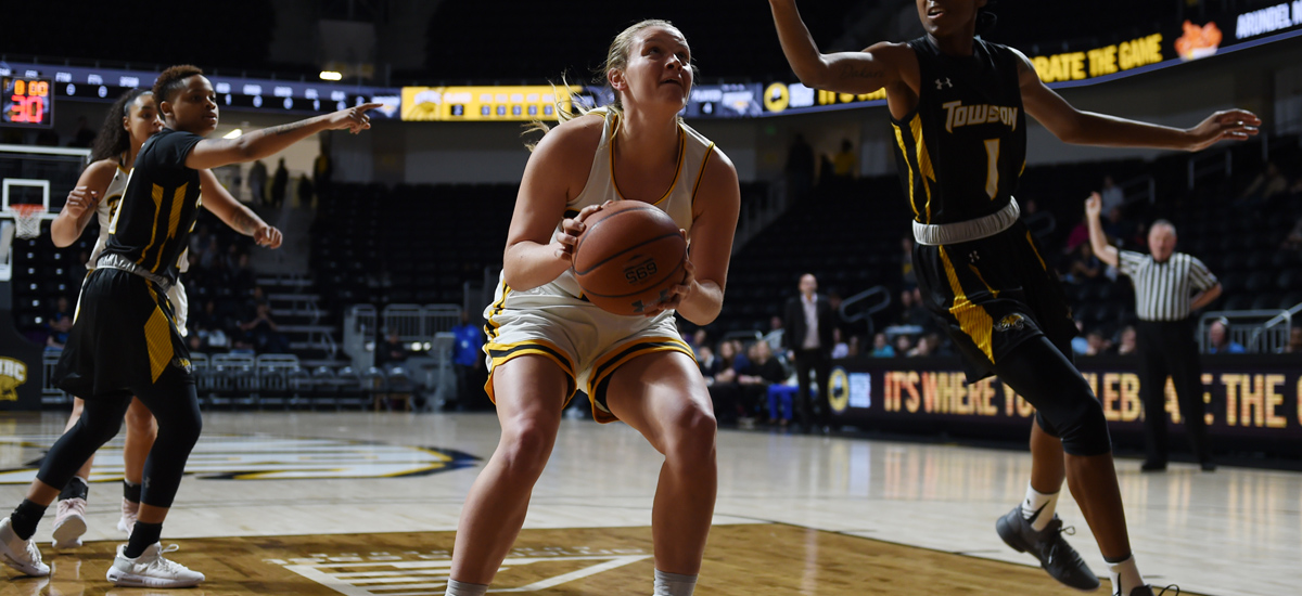 Women's Basketball Hosts Vermont for Annual Midday Madness Game