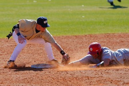Hurricanes split DH with West Alabama
