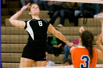 Blasco, Wingenbach double-doubles lead volleyball past Endicott, 3-0