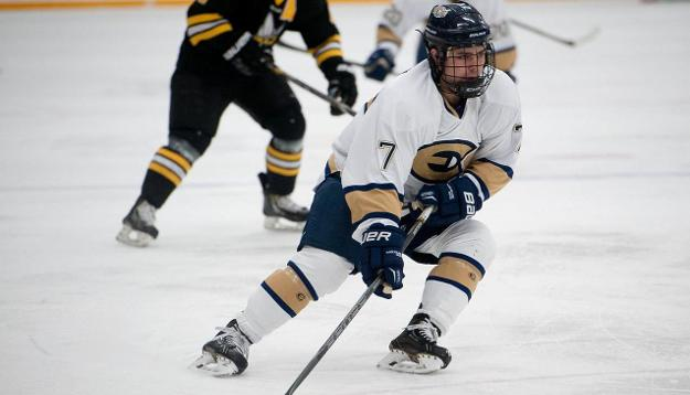 Men's Hockey Surges Past Pipers