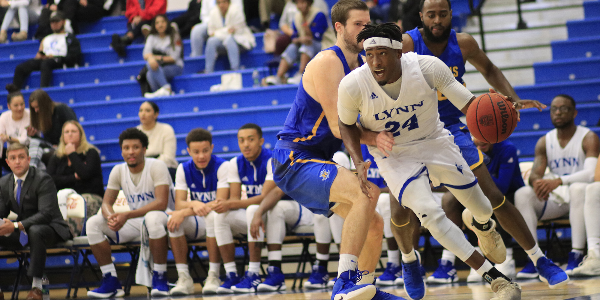 Men's Basketball Uses Late Free Throws to Stay Undefeated At Home