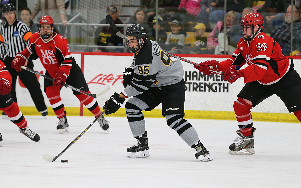 MSOE Edges @ACBulldogHockey, 3-2, in Season Opener at Home