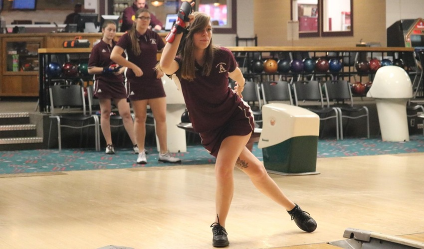 Bowlers Finish 10th at Raider Classic