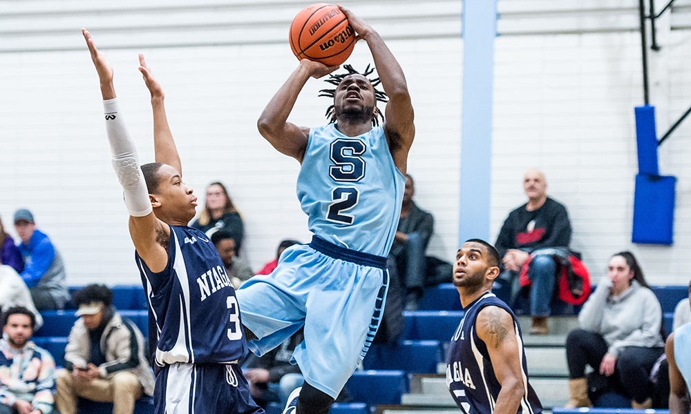 Men's basketball holds off Niagara in 4th quarter