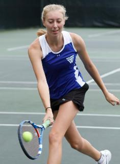 Wellesley Tennis Splits Singles with #18 Tufts, But Blue Fall 6-3