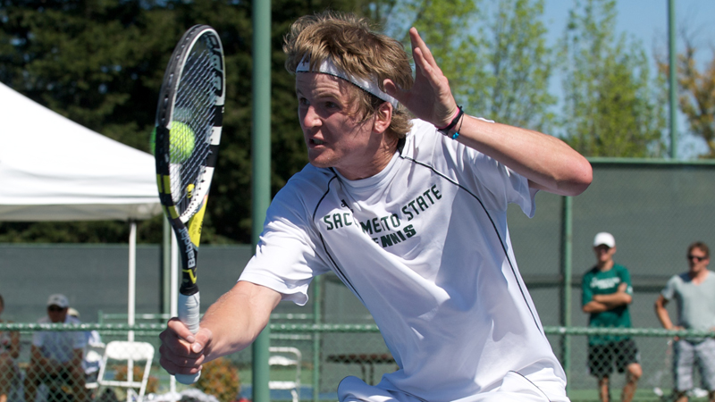 MEN'S TENNIS FALLS AT #10 STANFORD IN SEASON OPENER