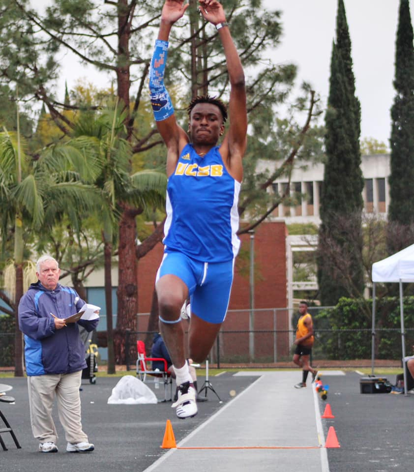 Gauchos Fend Off Rain and Wind at Beach Opener