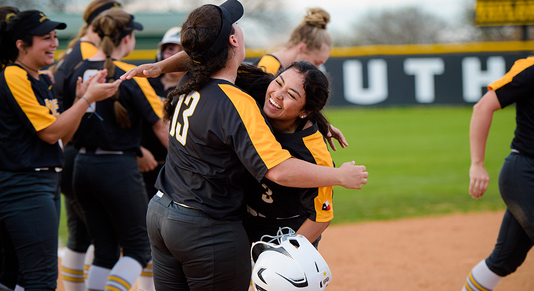 Pirates Dominate the Cowgirls in 19-2 Victory