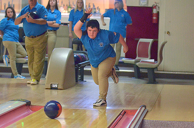 Bowling Earns a Pair of Wins Over Hilbert