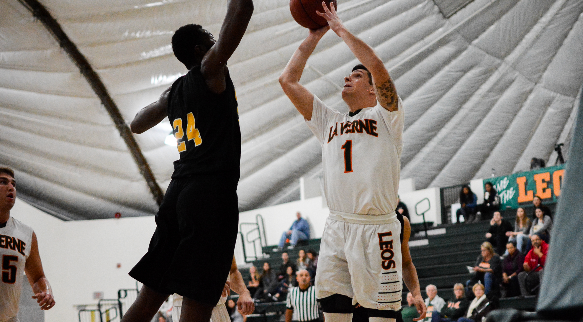 La Verne's group effort helps thwart Trinity (Texas) 95-77