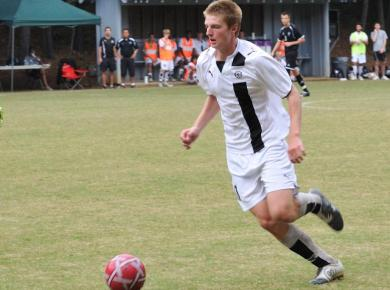 Petrels Trounce Majors for Ninth Win in a Row