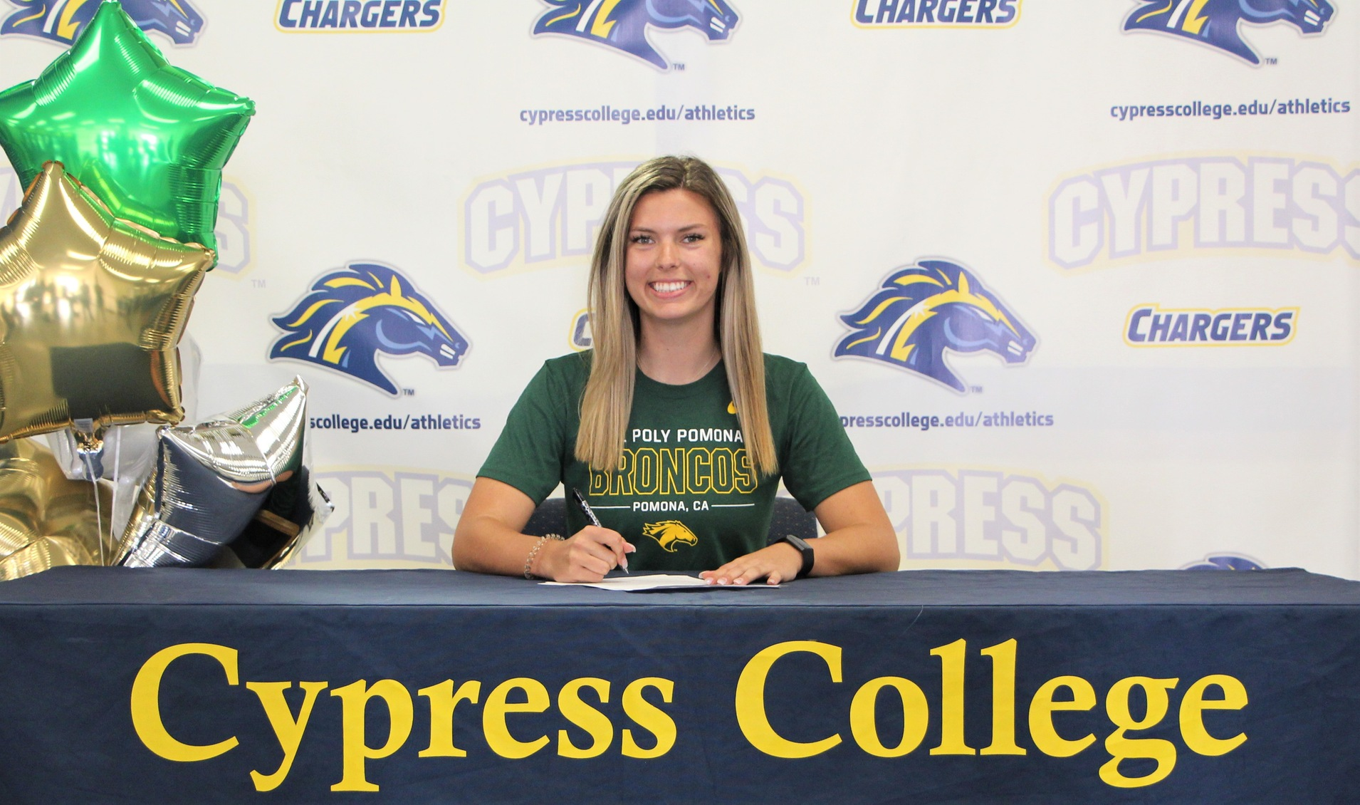 Women's Volleyball Standout, Jane Woodward, Signs with Cal Poly Pomona