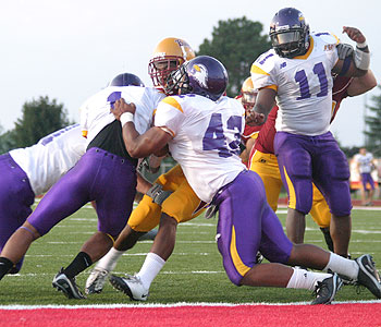 The Bulldogs try to punch in a score (Photo by Big Rapids Pioneer)