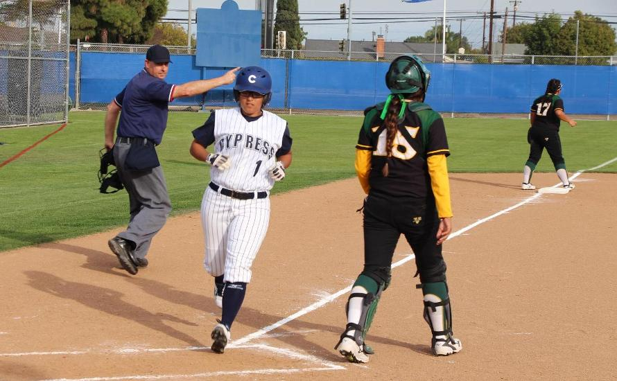 Softball Remains Undefeated in Conference Play