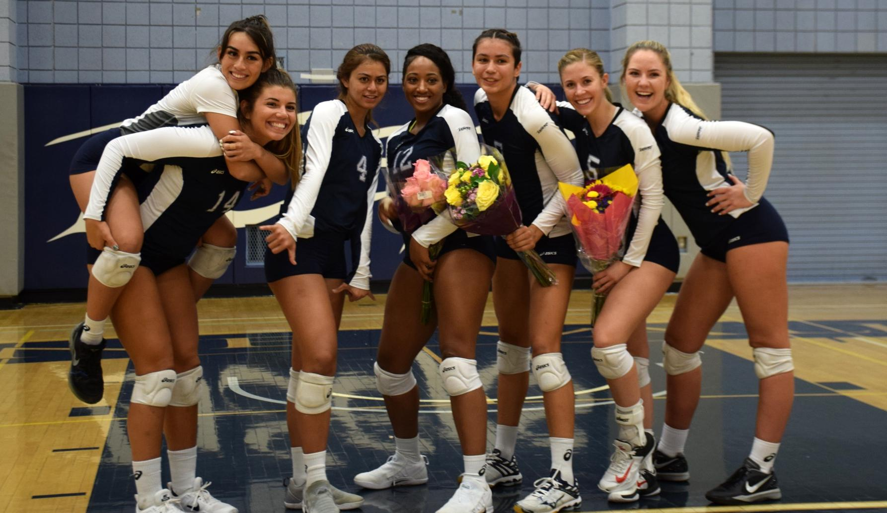 Women's volleyball team honors sophomores, sweeps Hawks